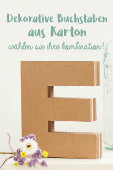 Dekorative Buchstaben aus Pappe